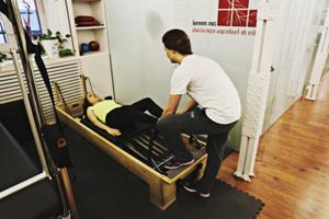 fotografía tamaño carnet de Fortalece el cuerpo entero con Pilates